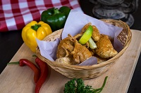 Chicken chicharronesres