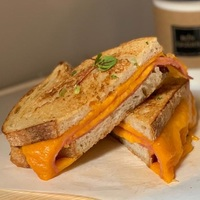 Grilled Ham and Cheese Sandwich from Bon-Licious