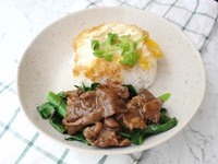 Stir Fried Beef Kai Lan with Rice & Egg from Yuan Kee Famous Chicken Rice