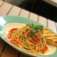 Spaghetti Aglio e Olio from Oolaa