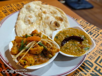 Aloo Gobi Set (Butter Naan) from Indline Indian Cookery