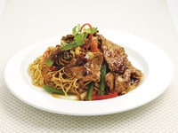 Black Pepper Beef Fried Noodle from Honguo